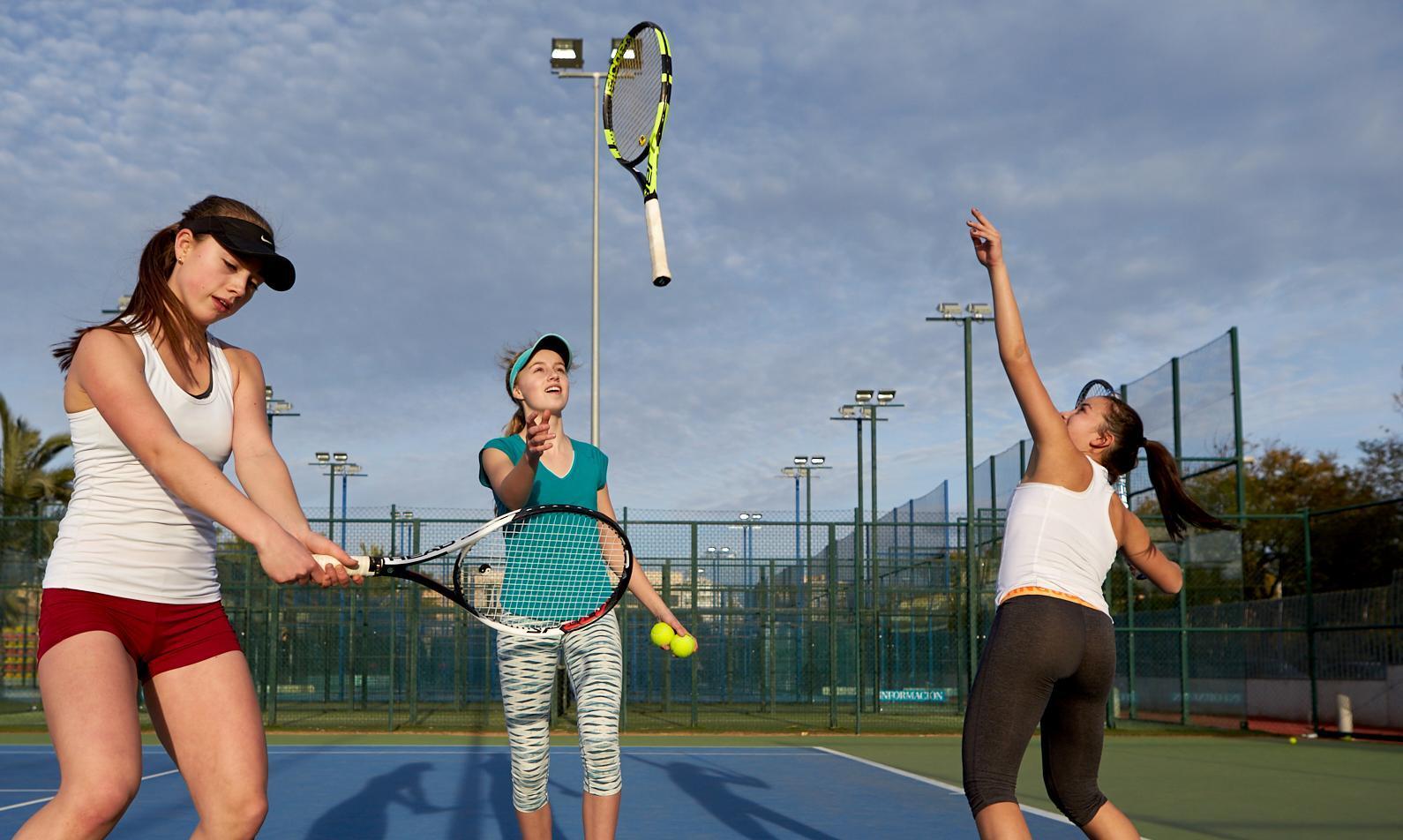 96d4dc9d Flere skal spille mer tennis og de skal spille hele livet